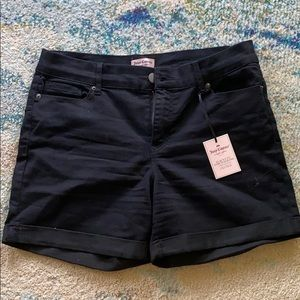 Juicy Conture women's, stretchy , jean shorts!
